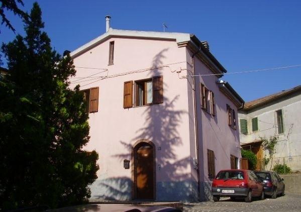 Ordine Casa indipendente in Affitto a Agugliano - 90 m²