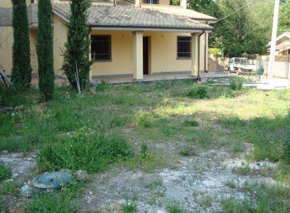 Ordine Villa in Affitto a Trevignano Romano