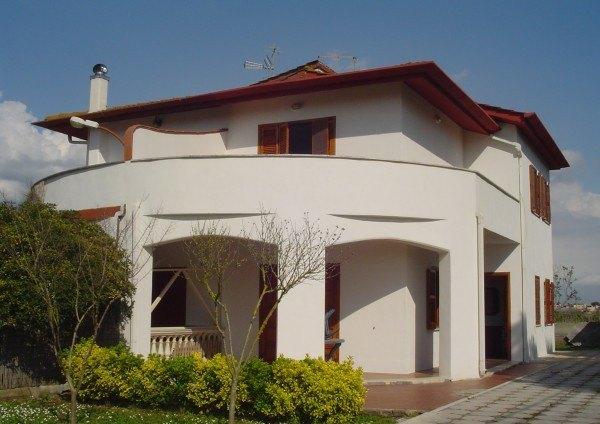 Ordine Villa / Villetta in Affitto a Latina - 150 m²