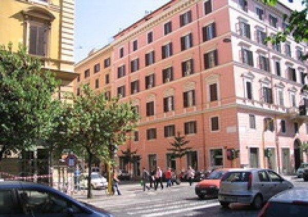 Ordine Negozio in Affitto a Roma - 60 m²