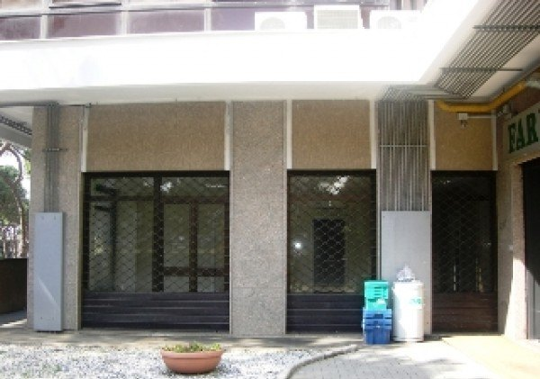 Ordine Negozio in Affitto a Roma - 300 m²