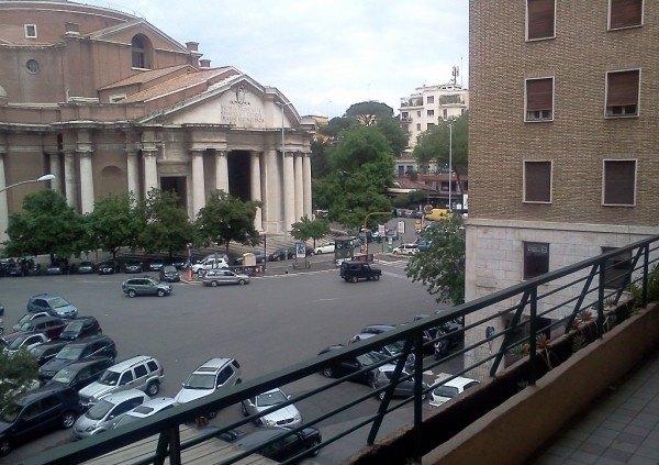 Ordine Negozio in Affitto a Roma - 130 m²