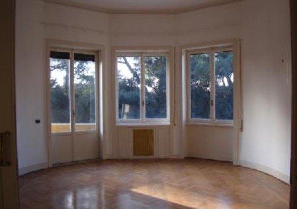 Ordine Ufficio in Affitto a Roma - 300 m²