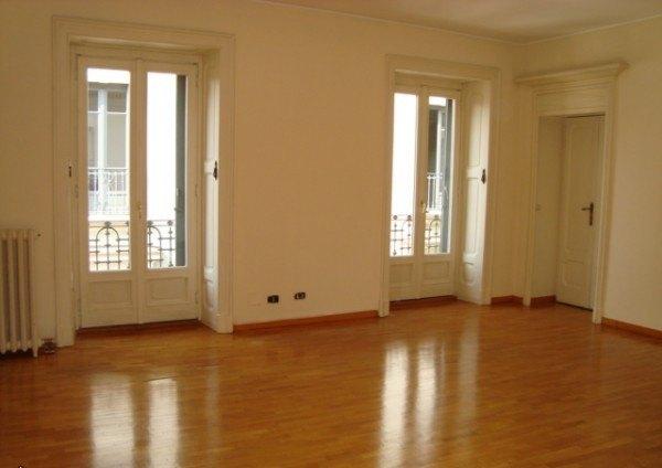 Ordine Appartamento in Affitto a Milano - più di 5 locali