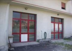 Magazzino in Affitto a Loreto - 150 m²