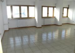 Ufficio in Affitto a Ancona - 100 m²