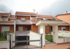 Villa in Affitto a Latina