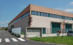 Capannone in Affitto a Gessate - 400 m²