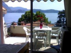 Appartamento con terrazzo vista lago