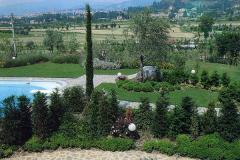 Spazio verde vicino la piscina